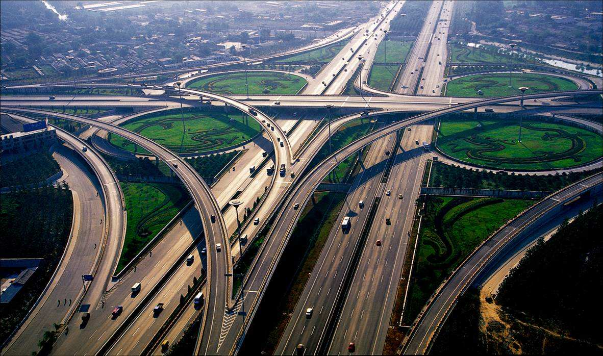 路、泥路、水泥路,城市的发展在路上